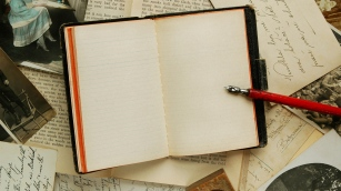 notebook_emptiness_old_table_pen_writing_80056_3840x2160